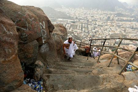 Muslim pilgrims visit Mount Al-Noor, where Muslims believe Prophet Mohammad received the first words of the Koran through Gabriel in the Hera cave, ahead of the annual haj pilgrimage in the holy city of Mecca, Saudi Arabia September 7, 2016. REUTERS/Ahmed Jadallah