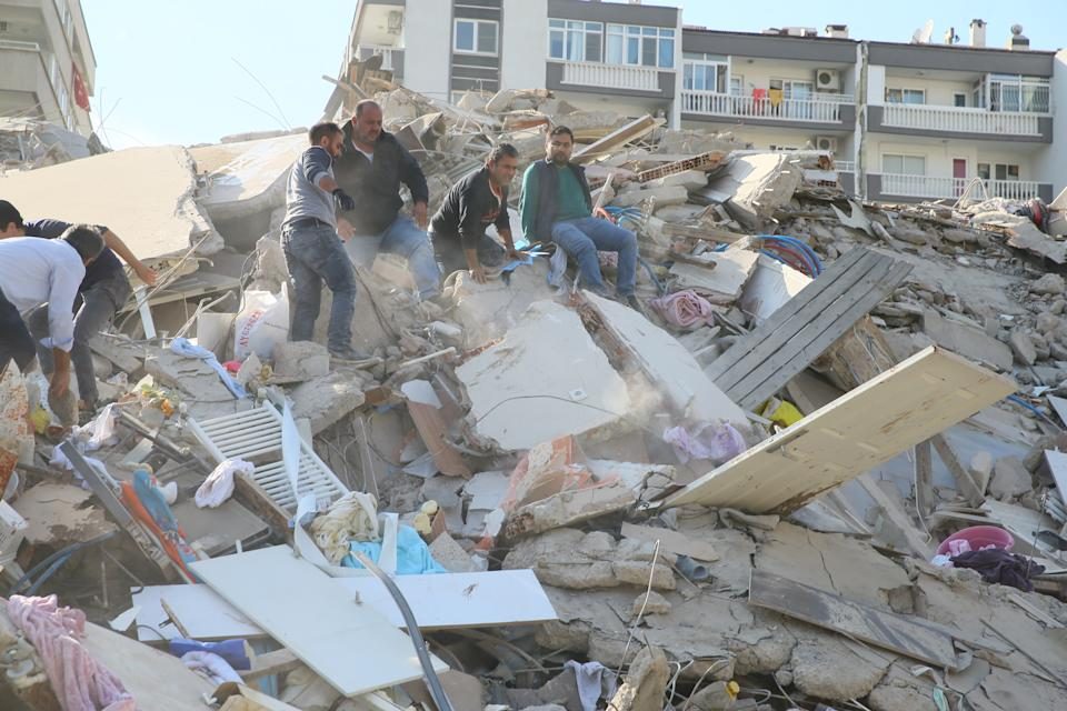 IZMIR, TURKEY - OCTOBER 30: Search and rescue works are being conducted at debris of a building in Bayrakli district of Izmir after a magnitude 6.6 quake shook Turkey's Aegean Sea coast, in Izmir, Turkey on October 30, 2020. (Photo by Mehmet Emin Menguarslan/Anadolu Agency via Getty Images)