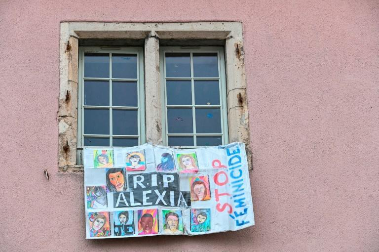 A banner reading 'R.I.P Alexia' at the Vesoul courthouse on the first day of Jonathann Daval's trial