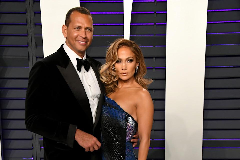 BEVERLY HILLS, CA - FEBRUARY 24:  (L-R) Alex Rodriguez and Jennifer Lopez attend the 2019 Vanity Fair Oscar Party hosted by Radhika Jones at Wallis Annenberg Center for the Performing Arts on February 24, 2019 in Beverly Hills, California.  (Photo by Jon Kopaloff/WireImage)