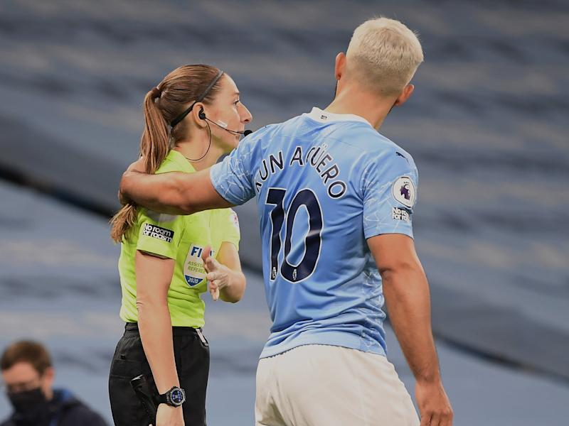Manchester City striker Sergio Aguero and assistant referee Sian Massey-Ellis (Getty Images)
