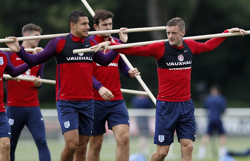 England's Jake Livermore (L) and Jamie Vardy (R) take part in a team training session in north London on September 3, 2017 ahead of their world cup qualifying football match against Slovakia (AFP Photo/Adrian DENNIS)