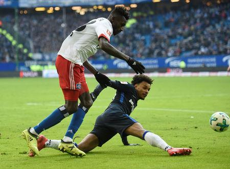 Soccer Football - Bundesliga - Hamburger SV vs Hertha BSC - Volksparkstadion, Hamburg, Germany - March 17, 2018 Hertha Berlin's Valentino Lazaro in action with Hamburg's Bakery Jatta REUTERS/Fabian Bimmer