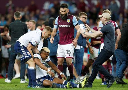 Soccer Football - Championship Play Off Semi Final Second Leg - Aston Villa v Middlesbrough - Villa Park, Birmingham, Britain - May 15, 2018 Middlesbrough's Adama Traore is helped up by Middlesbrough's Ben Gibson and Aston Villa's Mile Jedinak after the match Action Images via Reuters/Ed Sykes