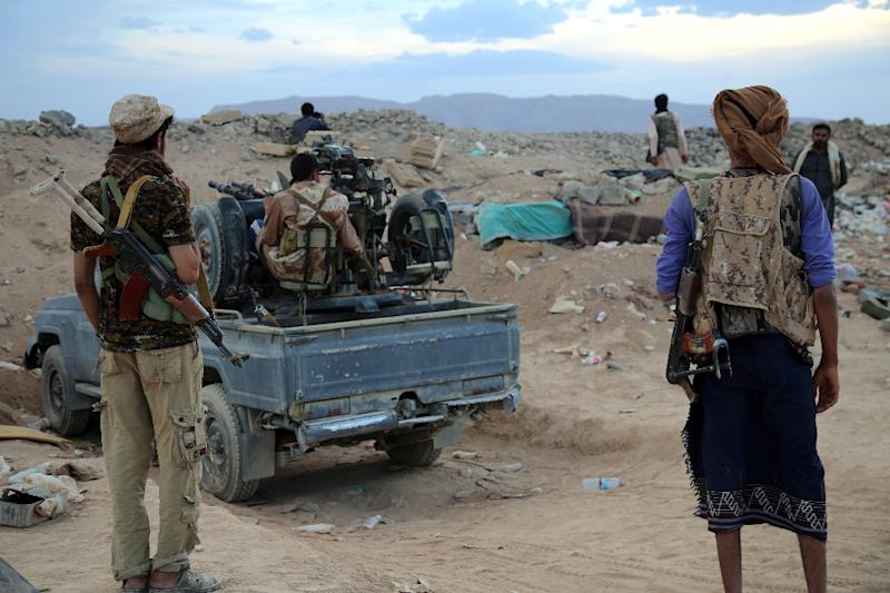 Yemeni tribesmen from the Popular Resistance Committees, supporting forces loyal to Saudi-backed fugitive President Abedrabbo Mansour Hadi, patrol in Marib province, following clashes with Shiite Huthi rebels, on September 12, 2015 (AFP Photo/Abdullah Hassan)