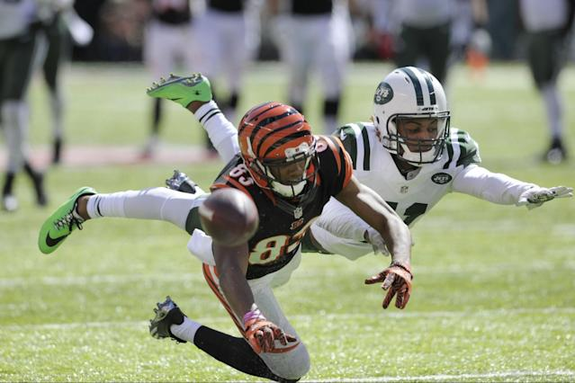 <p>New York Jets' Buster Skrine (41) defends Cincinnati Bengals' Tyler Boyd (83) during the first half of an NFL football game Sunday, Sept. 11, 2016 in East Rutherford, N.J. (AP Photo/Bill Kostroun) </p>