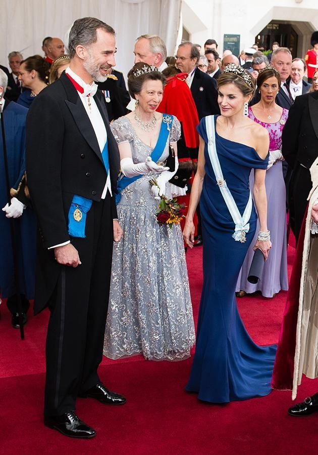 She showed Queen Letizia the way. Photo: Getty Images