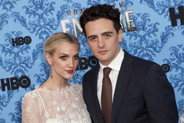 """Actor Vincent Piazza (R) and musician Ashlee Simpson attend the season three premiere of HBO's show """"Boardwalk Empire"""" in New York, September 5, 2012. REUTERS/Andrew Burton (UNITED STATES - Tags: ENTERTAINMENT)"""