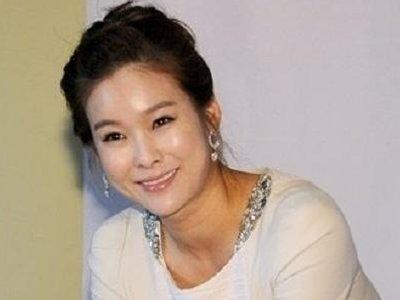 Hyun Young delivers a baby girl