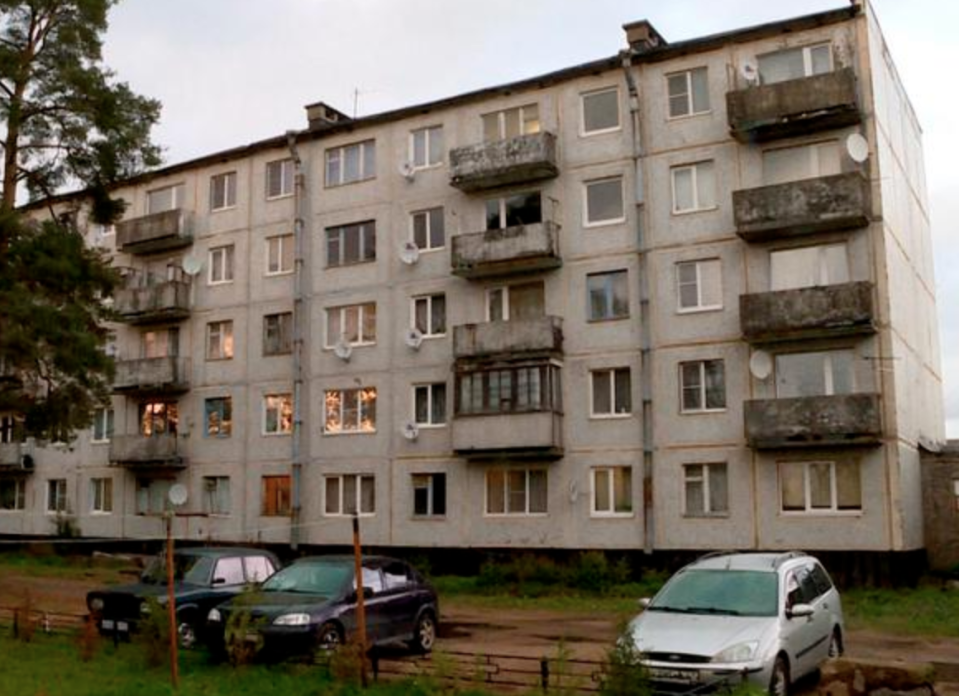 Pictured is the family's apartment complex. Source: 78.ru.