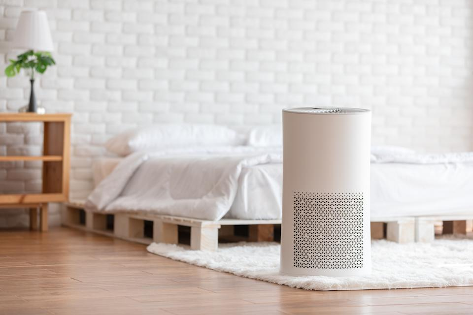 Experts say to consider adding an air purifer to your bedroom to try and minimize allergy symptoms. (Photo:Getty)