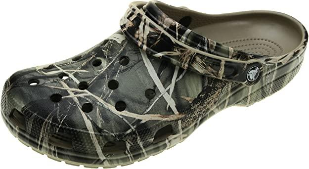 Kendall Jenner stepped out in a pair of Crocs Unisex Classic Realtree Clogs. Image via Amazon.