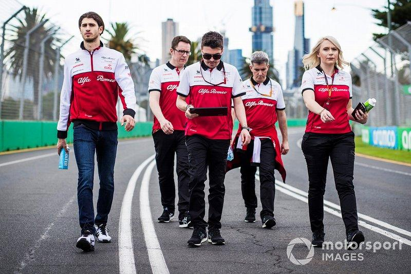 "Antonio Giovinazzi, Alfa Romeo walks the track with members of the team<span class=""copyright"">Sam Bloxham / Motorsport Images</span>"