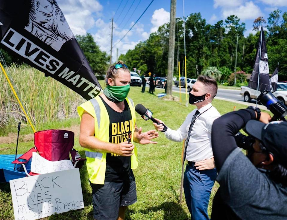 Kevin Conner, left, speaks at a demonstration in Middleburg, Fla. (Courtesy Matthew Bennett)