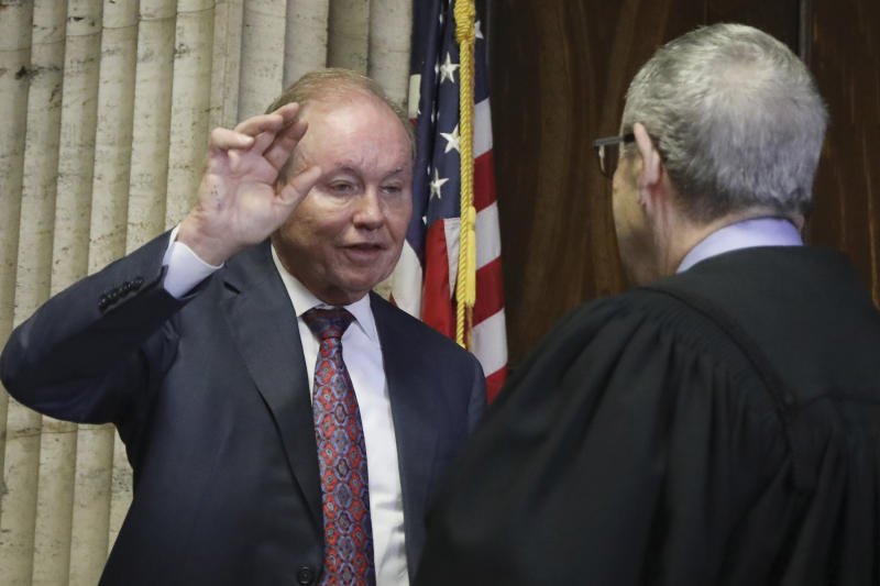 """FILE - In this Aug. 23, 2019, file photo, former U.S. Attorney Dan Webb takes the oath of special prosecutor before Judge Michael Toomin during a status hearing concerning actor Jussie Smollett at the Leighton Criminal Court Building in Chicago. Webb decided to prosecute Smollett again, 11 months after county prosecutors dropped charges that the """"Empire"""" actor hired two men to fake the attack to further his career. (Antonio Perez/Chicago Tribune via AP, Pool, File)"""