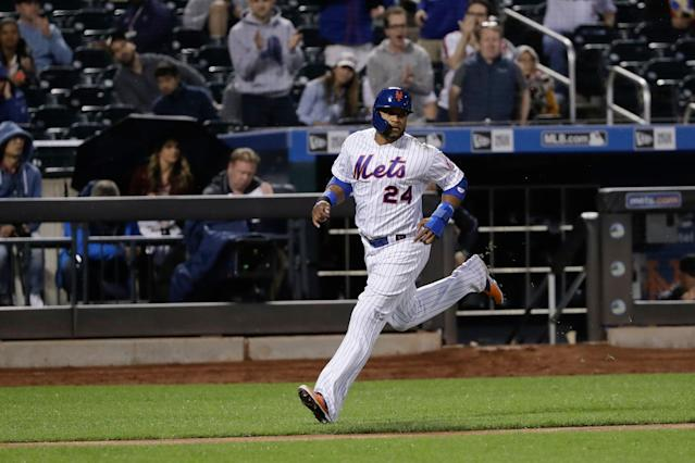 """<a class=""""link rapid-noclick-resp"""" href=""""/mlb/players/7497/"""" data-ylk=""""slk:Robinson Cano"""">Robinson Cano</a> is off to a rough start in his first season with the Mets. (AP Photo/Frank Franklin II)"""