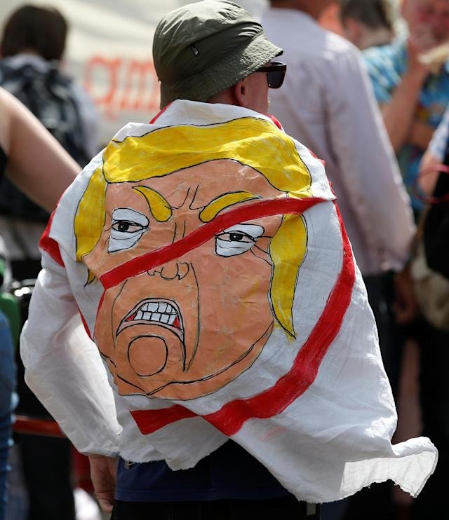 <p>Demonstrators prepare for a rally to protest against the visit of President Trump to Britain, in Edinburgh, Scotland, July 14, 2018. (Photo: Andrew Yates/Reuters) </p>
