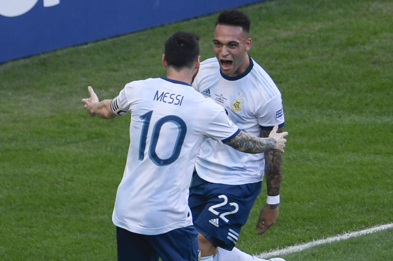 TOPSHOT - Argentina's Lautaro Martinez (R) celebrates with teammate Lionel Messi after scoring against Venezuela during their Copa America football tournament quarter-final match at Maracana Stadium in Rio de Janeiro, Brazil, on June 28, 2019. (Photo by Mauro PIMENTEL / AFP) (Photo credit should read MAURO PIMENTEL/AFP via Getty Images)