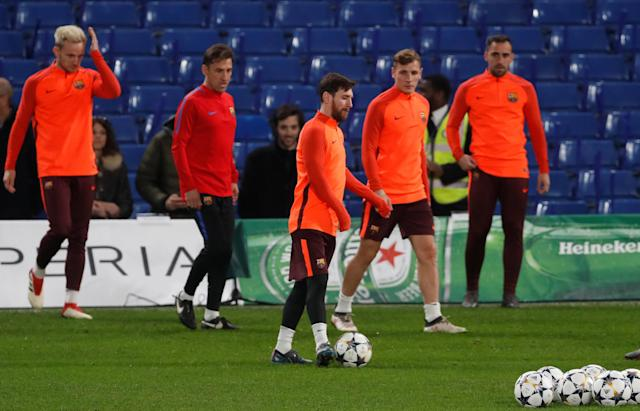 Soccer Football - Champions League - FC Barcelona Training - Stamford Bridge, London, Britain - February 19, 2018 Barcelona's Lionel Messi and team mates during training Action Images via Reuters/Matthew Childs