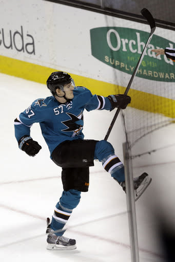 Sharks agree to 3-year deal with Wingels