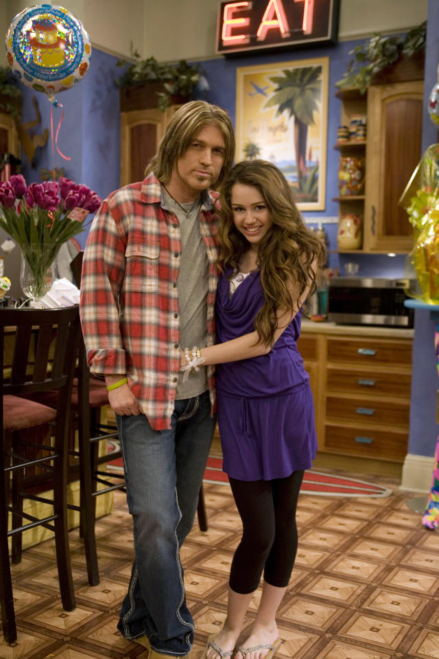 Billy Ray Cyrus and Miley Cyrus on <em>Hannah Montana</em>. (Photo: Getty Images)
