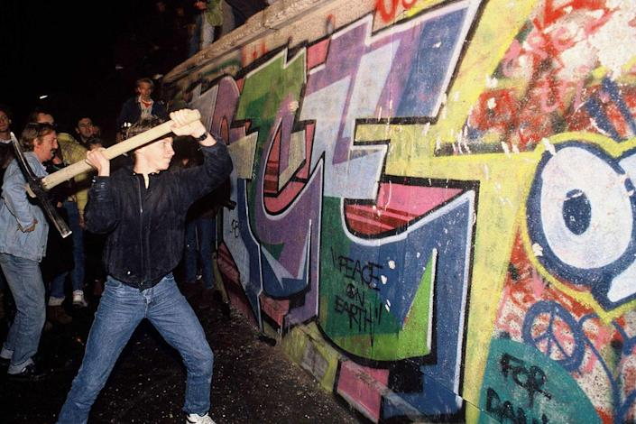 <p>A man takes the destruction of the Berlin Wall into his own hands. </p>