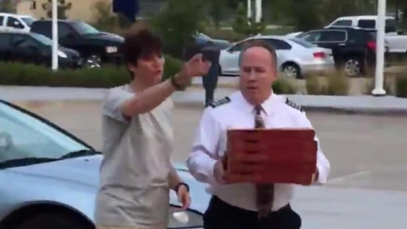 Thoughtful American Airlines Captain Delivers 40 Pizzas to Stranded Passengers