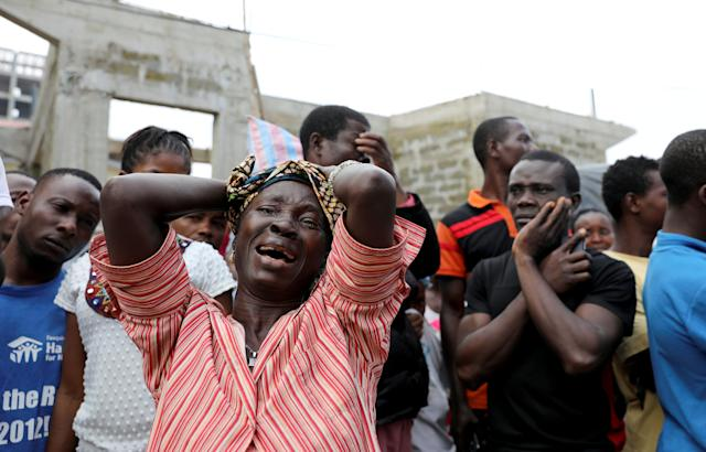 <p>A woman mourns for her son at the entrance of Connaught Hospital in Freetown, Sierra Leone on Aug. 18, 2017. (Photo: Afolabi Sotunde/Reuters) </p>