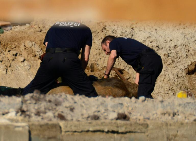 German police are preparing to defuse a World War II British 500-kilogramme (1,100-pound) bomb