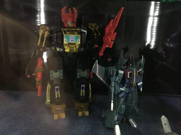 Black Zarak and Masterpiece Starscream at Robo Robo.