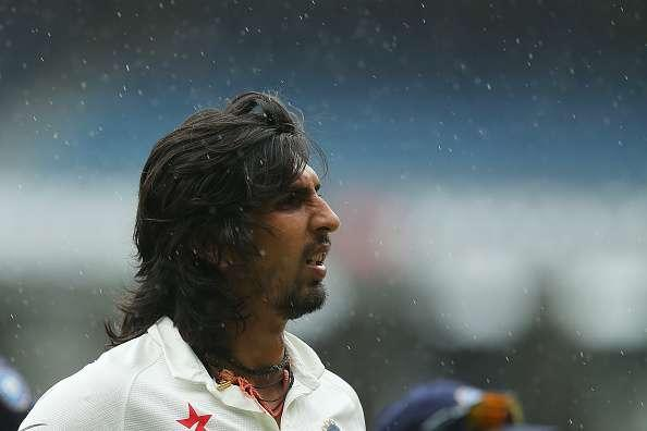 MELBOURNE, AUSTRALIA - DECEMBER 30: Ishant Sharma of India walks off the field as rain delays play during day five of the Third Test match between Australia and India at Melbourne Cricket Ground on December 30, 2014 in Melbourne, Australia. (Photo by Chris Hyde/Getty Images)