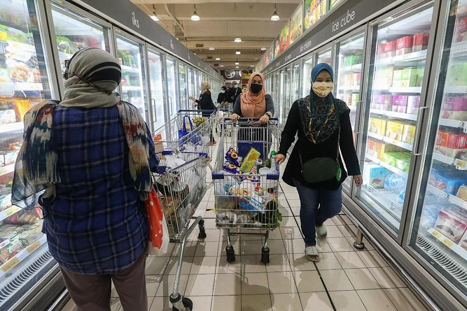 People shop for groceries at the Mydin Mall USJ 1 in Subang Jaya May 29, 2021. — Picture by Yusof Mat Isa
