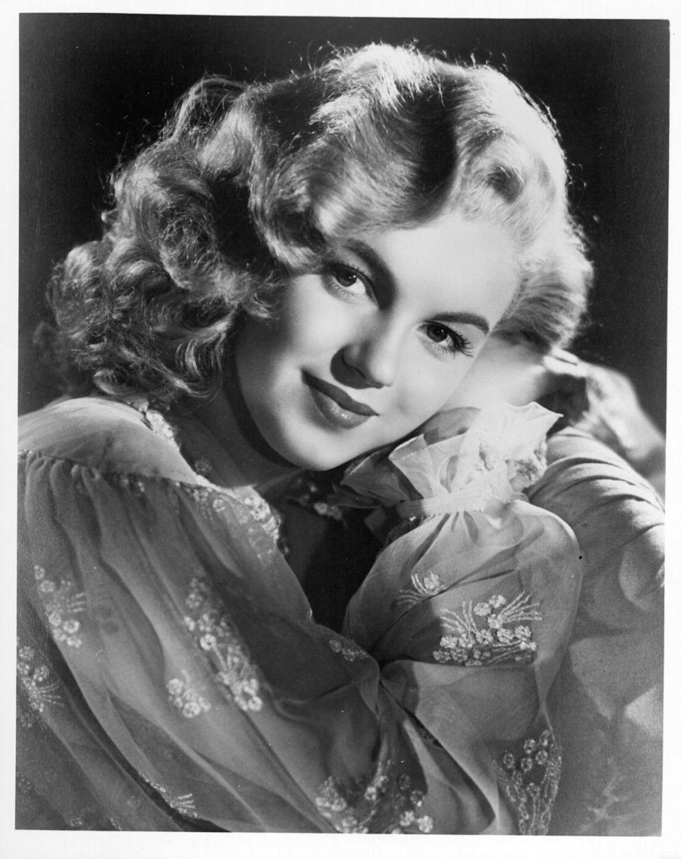 <p>This portrait shows Marilyn in all her loveliness before her first movie appearance. </p>