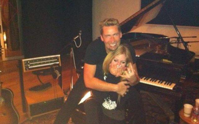 Avril Lavigne Engaged to Nickelback Frontman; Internet Asks, WTF?