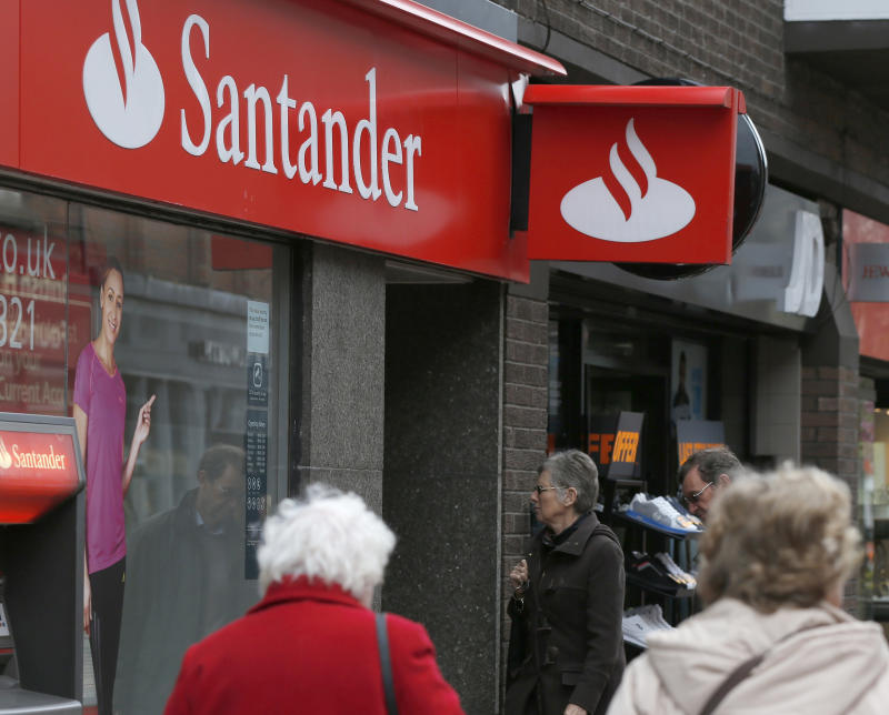 Pedestrians walk past a branch of Santander in Wilmslow, northern England, April 25, 2013. Santander, the euro zone's largest bank, reported a 26 percent drop in first-quarter net profit as slowing growth in some South American markets added to the gloom at home in Spain. REUTERS/Phil Noble (BRITAIN - Tags: BUSINESS)