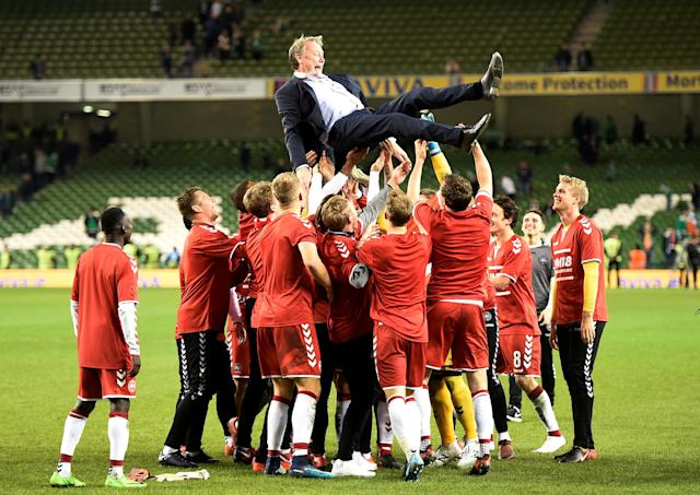 Soccer Football - 2018 World Cup Qualifications - Europe - Republic of Ireland vs Denmark - Aviva Stadium, Dublin, Republic of Ireland - November 14, 2017 Denmark players celebrate with coach Age Hareide after the match REUTERS/Clodagh Kilcoyne TPX IMAGES OF THE DAY