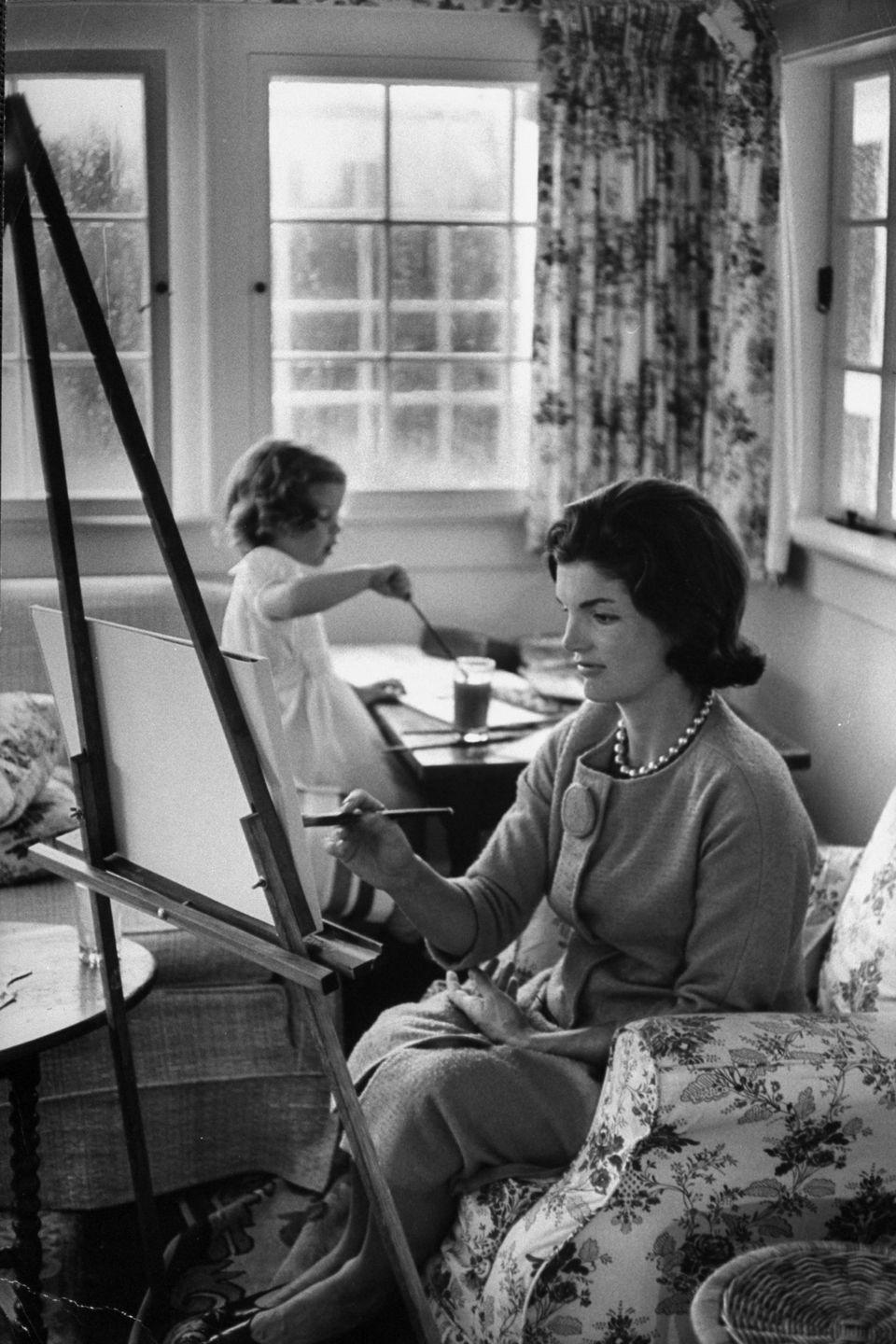 <p>The future First Lady and her daughter, Caroline, enjoy an afternoon of painting from their living room in 1960.</p>