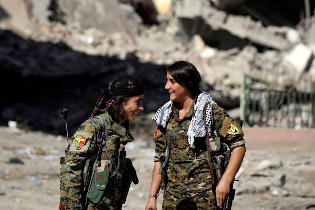 <p>Female fighters from Syrian Democratic Forces (SDF) react in Raqqa, Syria, Oct.16, 2017. (Photo: Rodi Said/Reuters) </p>