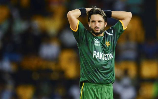 FILE PHOTO: Pakistan's Shahid Afridi looks on during the ICC World Twenty20 Super 8 cricket match against Australia in Colombo
