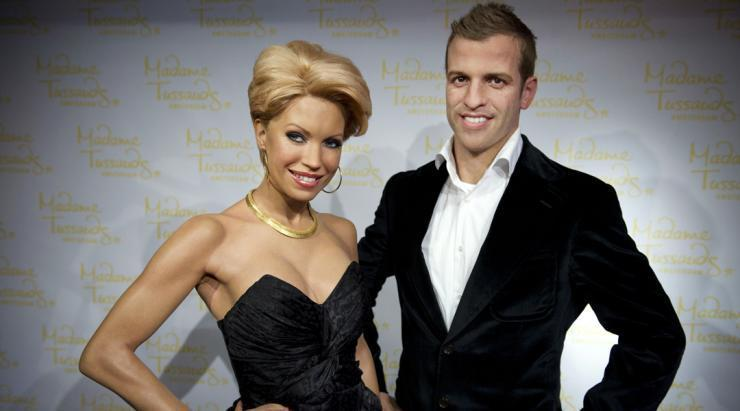 <p>These models of Sylvie and Rafael van der Vaart now, sadly, stand in separate rooms. </p>