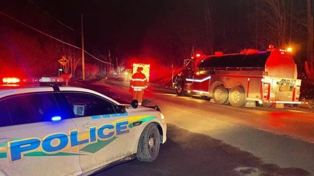 Police in western Quebec were called to 195 chem. De La Montagne shortly after 10 p.m.   (S.B./Radio-Canada  - image credit)