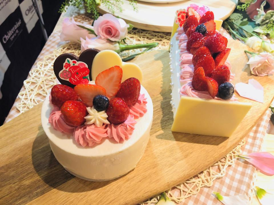 The Mother's Day cakes are available for reservation from any Châteraisé outlets from now, and are available for sale at the outlets from 1 May 2019. (PHOTO: Wenting/Yahoo Lifestyle Singapore)