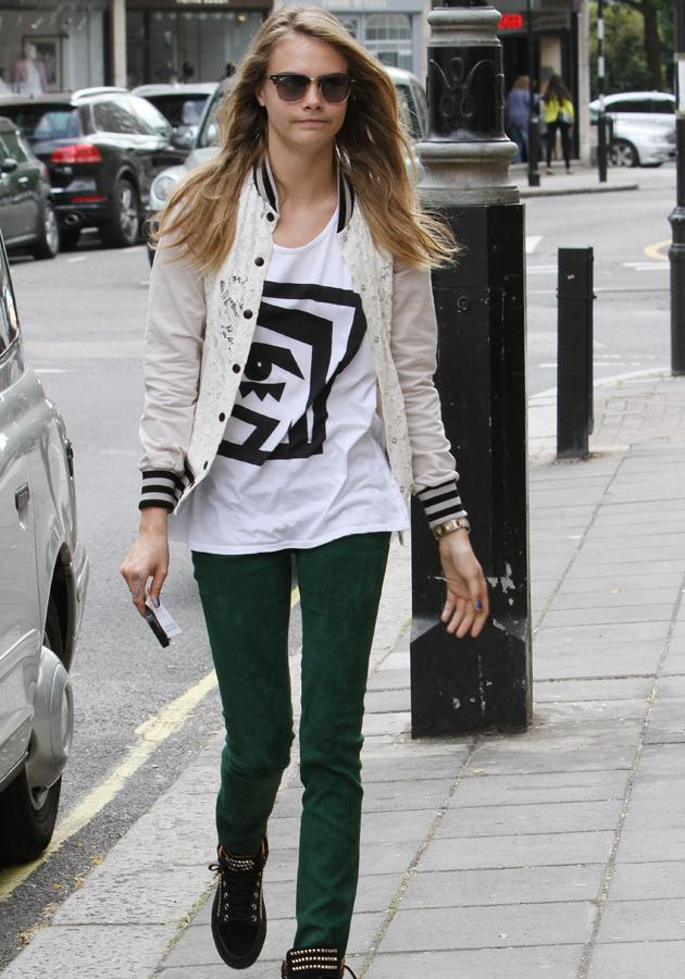 Cara Delevingne Teamed Her Printed Tee With Bottle Green Jeans In London Rex