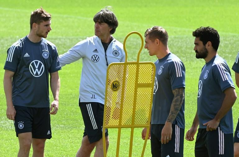Joachim Loew (second left) talks to Timo Werner, Toni Kroos and Ilkay Gundogan (from left) in training Sunday