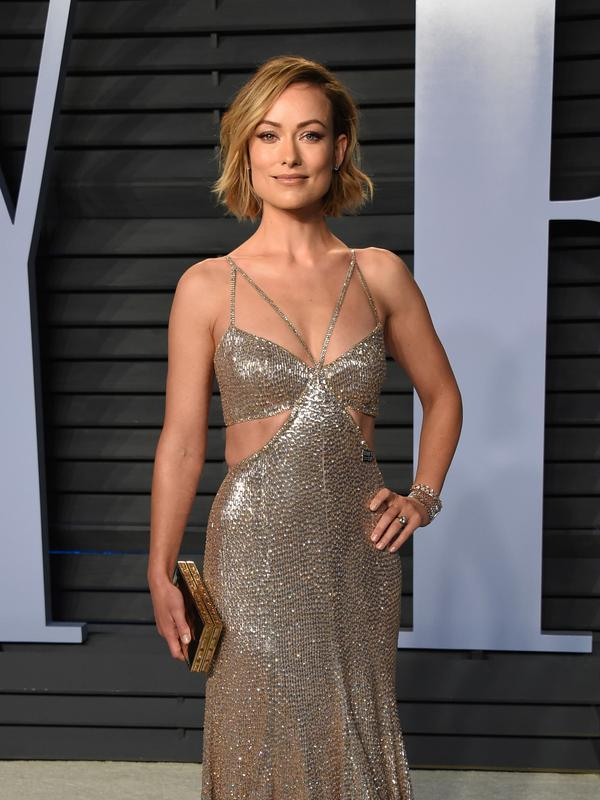 Aktris Olivia Wilde berpose saat menghadiri Vanity Fair Oscar Party di Beverly Hills, California, AS (4/3). (Photo by Evan Agostini/Invision/AP)