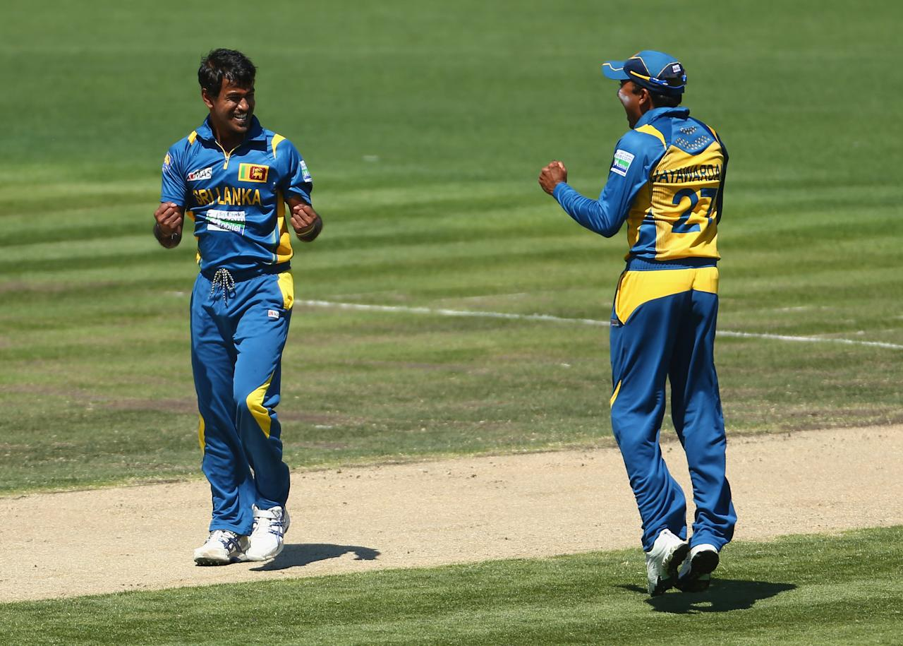 HOBART, AUSTRALIA - JANUARY 23: Nuwan Kulasekara and Mahela Jayawardene of Sri Lanka celebrate the wicket of Matthew Wade of Australia during game five of the Commonwealth Bank One Day International Series between Australia and Sri Lanka at Blundstone Arena on January 23, 2013 in Hobart, Australia.  (Photo by Robert Cianflone/Getty Images)