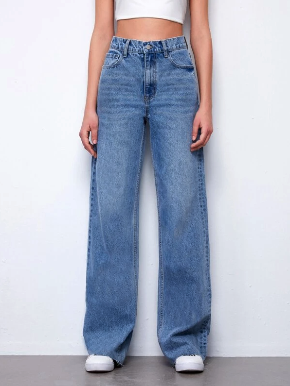 Vintage 90s High-Waist Denim Boyfriend Fit Jeans. Image via SHEIN.