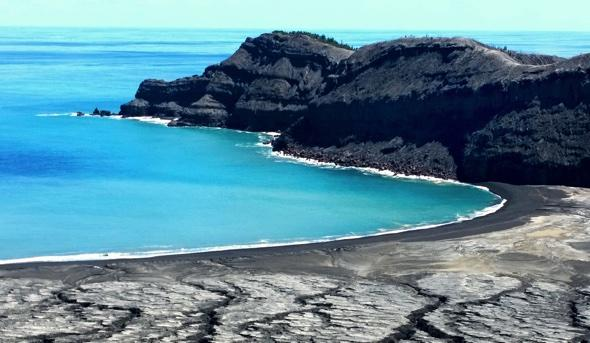 Amazing pictures emerge of new volcanic island in Tonga