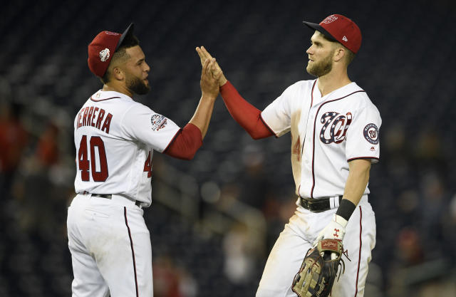 "Kelvin Herrera reportedly inks a two-year deal with the <a class=""link rapid-noclick-resp"" href=""/mlb/teams/chw"" data-ylk=""slk:Chicago White Sox"">Chicago White Sox</a>. (AP Photo/Nick Wass)"