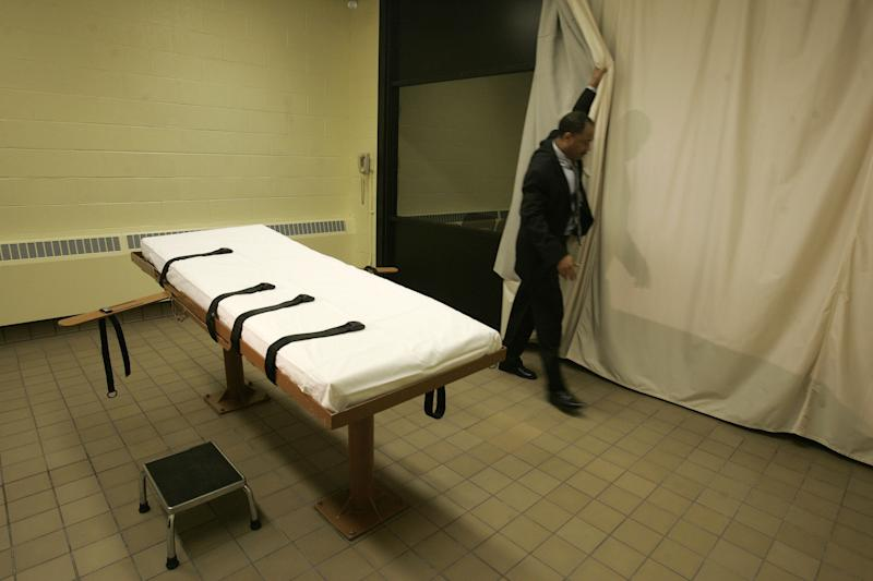 In this Nov. 2005 file photo, public information director Larry Greene is shown in the death chamber at the Southern Ohio Correctional Facility in Lucasville, Ohio. Warden Donald Morgan says the state's execution table can easily hold Ronald Post, scheduled to be executed in Jan. 2013, who has argued he's so big the table might collapse. (AP Photo/Kiichiro Sato, File)